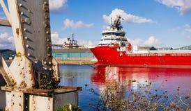Грузовой корабль в доках Эдинбурга Стоковое Фото