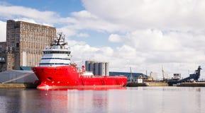 Грузовой корабль в доках Эдинбурга Стоковая Фотография