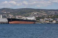 Грузовой корабль в порте Стоковые Изображения RF