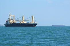 Грузовой корабль контейнера или насыпной груз корабля Стоковые Фотографии RF