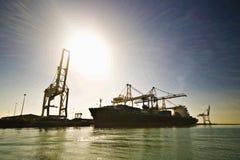 Грузовой корабль контейнера причаленный наряду Стоковое Изображение