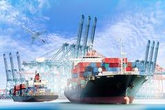 Грузовой корабль контейнера с портами вытягивает шею мост в плоскости гавань и транспортный самолет Стоковые Изображения