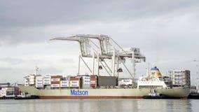 Грузовой корабль МАУИ входя в порт Окленд Стоковые Изображения
