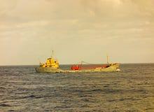 Грузовой корабль прыгает для st vincent в островах гренадина Стоковые Изображения
