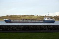 Грузовой корабль с пиломатериалом Стоковые Фото