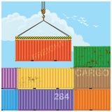 Грузовые контейнеры крана поднимаясь Стоковые Фотографии RF