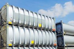Грузовые контейнеры на складе стоковое фото rf