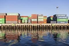 Грузовые контейнеры портового района Стоковые Фотографии RF