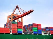 грузовые контейнеры штабелировали Стоковое Фото