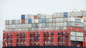 Грузовые контейнеры штабелированные на задней части корабля Стоковая Фотография