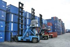 грузоподъемник контейнера стоковое фото rf