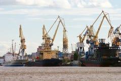 груз вытягивает шею корабли Стоковые Фотографии RF