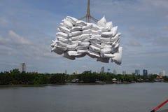 Груз загрузки на порте Klong Toie Таиланда Стоковые Изображения