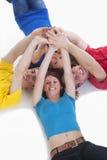 группа вручает детенышей людей удерживания Стоковые Фотографии RF
