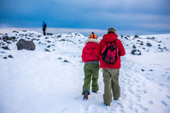 Группа в составе альпинисты в горах снега Стоковое Изображение RF