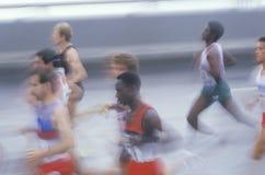 Группа в составе бегуны в марафоне города NY, Бруклин, NY Стоковые Фотографии RF