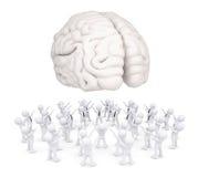 Группа в составе белые человеки поклоняясь мозг Стоковое Изображение