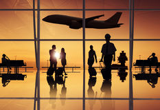 Группа в составе бизнесмены в авиапорте стоковое фото rf