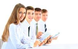 Группа в составе бизнесмены используя планшет Стоковое Изображение