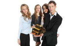 Группа в составе бизнесмены и пирамида золота в слитках Стоковое фото RF