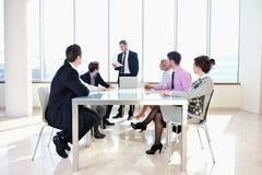 Группа в составе бизнесмены на встрече Стоковые Изображения