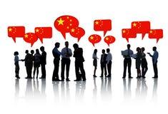 Группа в составе бизнесмены обсуждая Китай Стоковые Изображения RF