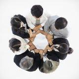 Группа в составе бизнесмены в руках команды заразительных каждых других стоковое изображение
