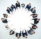 Группа в составе бизнесмены сидя на круглом столе Концепция дела Стоковое фото RF