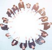 Группа в составе бизнесмены сидя на круглом столе Концепция дела Стоковые Изображения RF