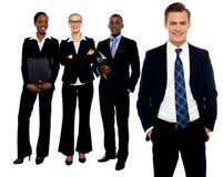 Группа в составе бизнесмены усмехаться Стоковое Изображение