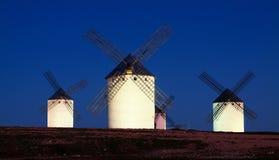 Группа в составе ветрянки на поле в ноче Стоковое Фото