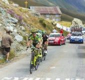 Группа в составе велосипедисты на дорогах гор - Тур-де-Франс 2015 Стоковые Изображения RF
