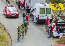 Группа в составе велосипедисты на дорогах гор - Тур-де-Франс 2015 Стоковые Фотографии RF