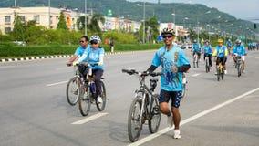 Группа в составе велосипедист на профессиональной гонке Стоковое Изображение