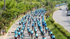 Группа в составе велосипедист на профессиональной гонке Стоковое фото RF