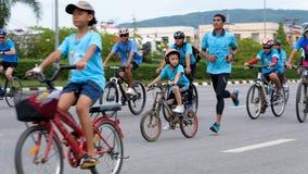 Группа в составе велосипедист на профессиональной гонке Стоковое Фото