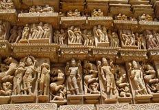 Группа в составе виска Khajuraho памятники в скульптурах IndiaSandstone в группе в составе виска Khajuraho памятники в Индии Стоковое Изображение RF