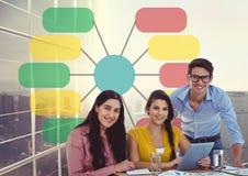 Группа в составе вскользь бизнесмены с небоскребом красочной диаграммы aginst таблетки и 3 d Стоковое Изображение