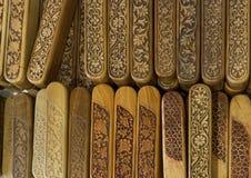 Группа в составе деревянная осложненная украшенная высекаенная коробка карандаша Выгравированный деревянный случай карандаша Стоковое Изображение RF