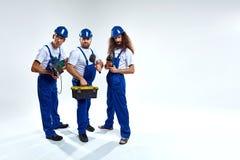 Группа в составе детеныши, трудные работая изолированные построители - Стоковые Фотографии RF