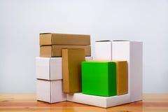 Группа в составе другой цвет картонной коробки и размер, куча пакета Стоковая Фотография