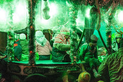 Группа в составе дети на автомобиле во время оплакивая торжества стоковые изображения rf