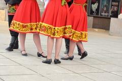 Группа в составе женщины в национальных костюмах Стоковые Изображения