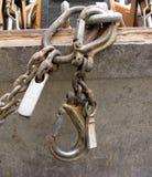 Группа в составе железные крюки и цепные линии закрывают вверх стоковые фотографии rf