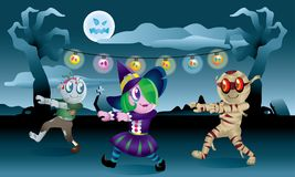 Группа в составе изверги играя совместно в ноче хеллоуина Стоковые Изображения RF