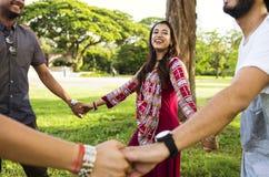 Группа в составе индийские люди на парке стоковые фотографии rf
