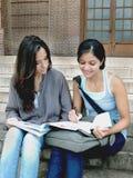 Группа в составе индийские студенты колледжа. Стоковое Изображение RF