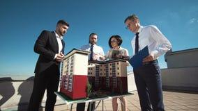 Группа в составе инженеры и архитекторы в встрече Стоковая Фотография