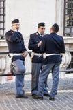 Группа в составе итальянские полицейскии - парламент (Рим - Италия) Стоковое Изображение