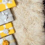 Группа в составе коробка рождества желтая и серая подарков Стоковая Фотография RF